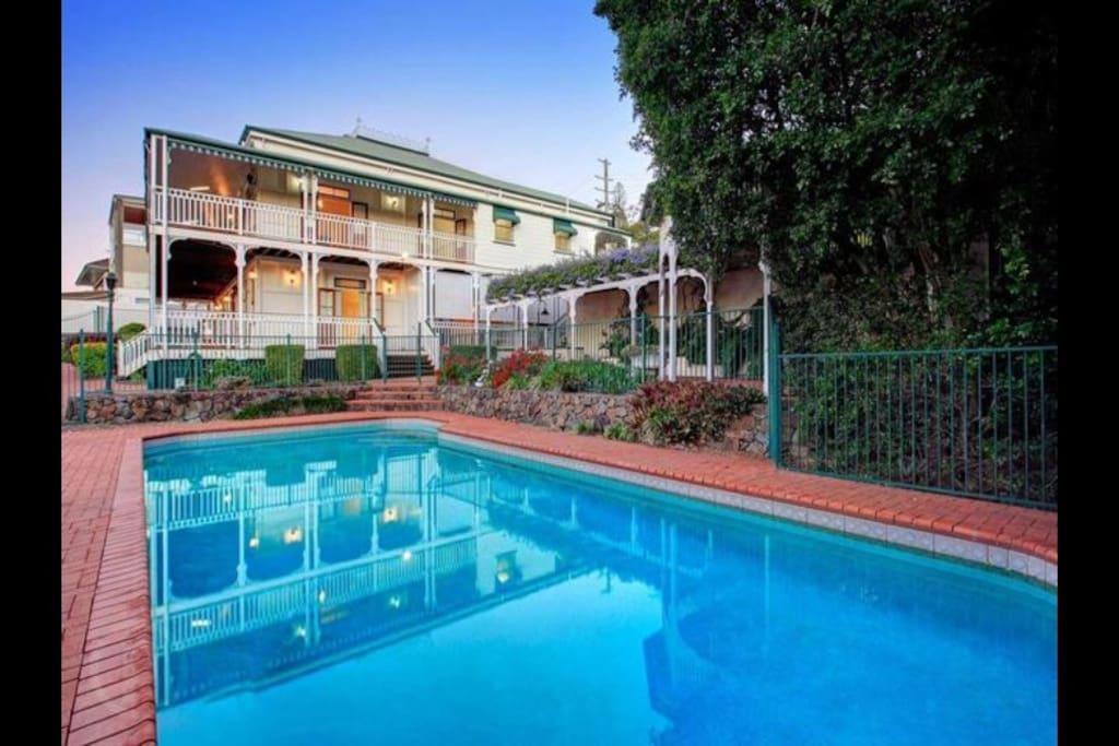 Oversized outdoor terracotta pool