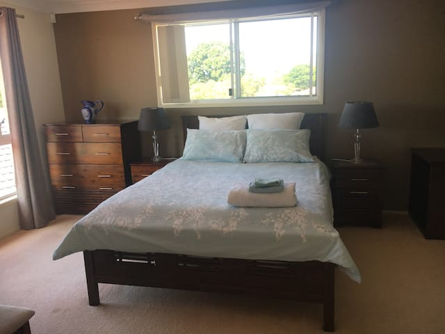 Luxury Master Bedroom with Ensuite- Goonellabah