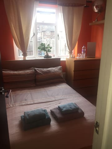 Cosy Double Room near Excel Exhibition/ Zone 2