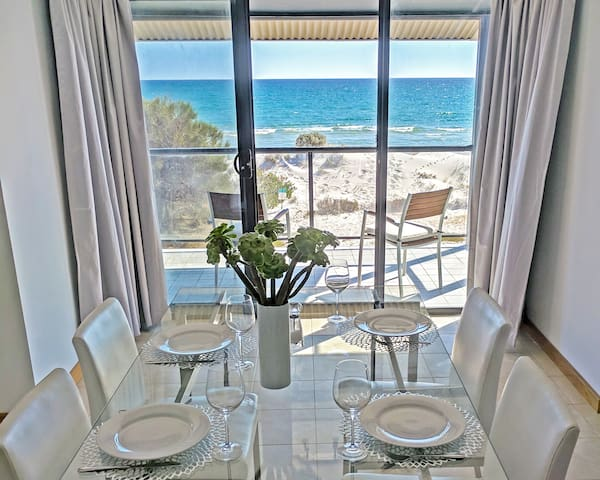 Absolute beachfront 3-bedroom apartment