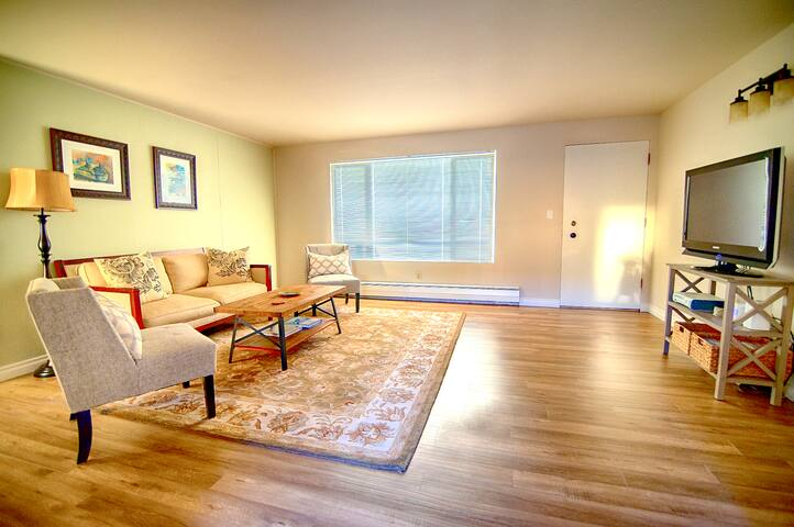 Walk to the beach in Old Town Mukilteo 2 bedroom!