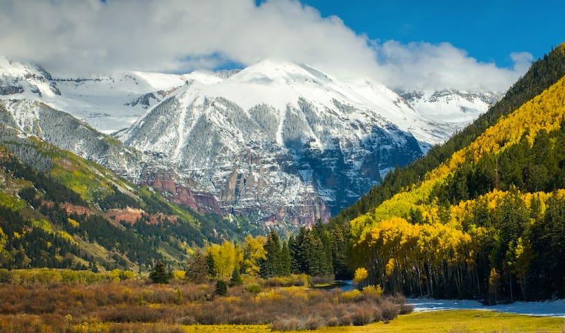 Epic Mountain Views - Gorgeous Full Kitchen Condo! - Durango - Condominium