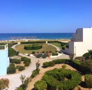 Studio avec terrasse en front de mer