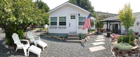Hartville Hideaway in the Hills - Miner's Cottage