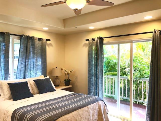 Kailua Suite w/ Balcony & Mountain View Backyard