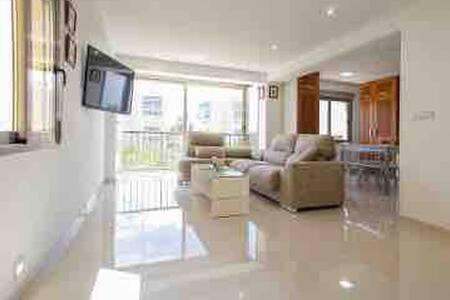 Apartamento con jacuzzi playa Arenales del sol