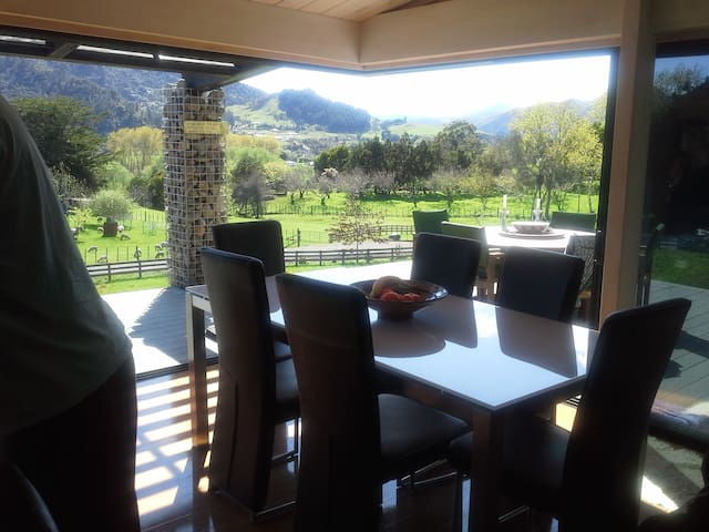 Homestay, stunning views, private room, breakfast.