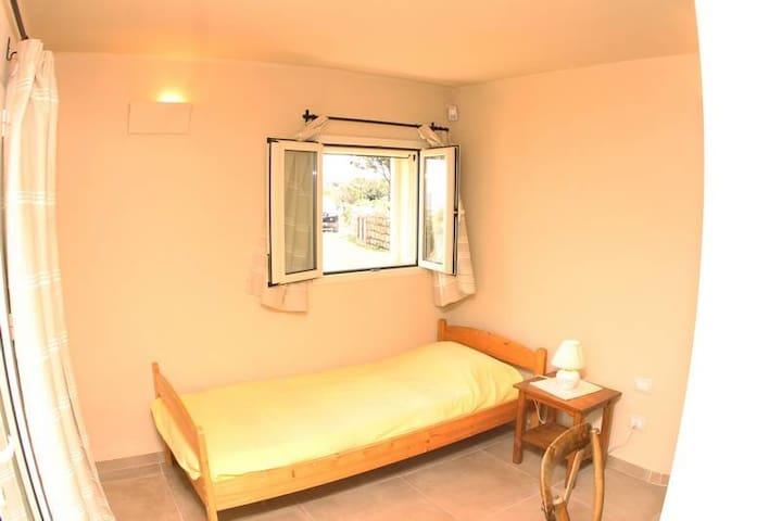 Single bedroom lower floor (direct access to garden)