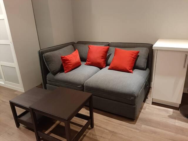 Recently Renovated Bright & Cozy Apt