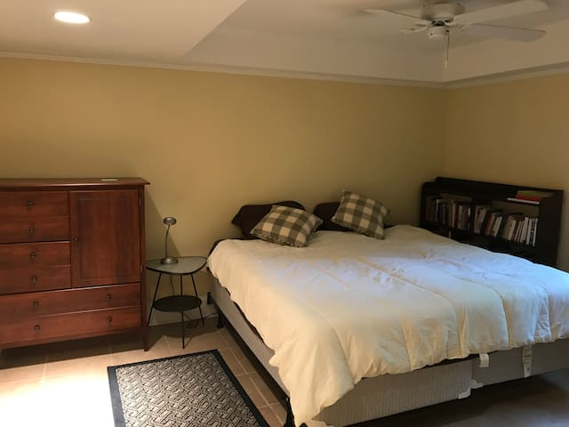 Downtown Greenville suite w/ kitchenette