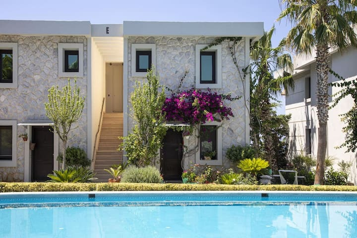 2 BR Central Duplex with Pool in Bodrum