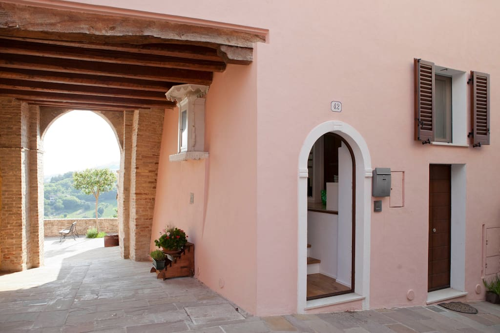 L'ingresso di casa - the entrance of the house