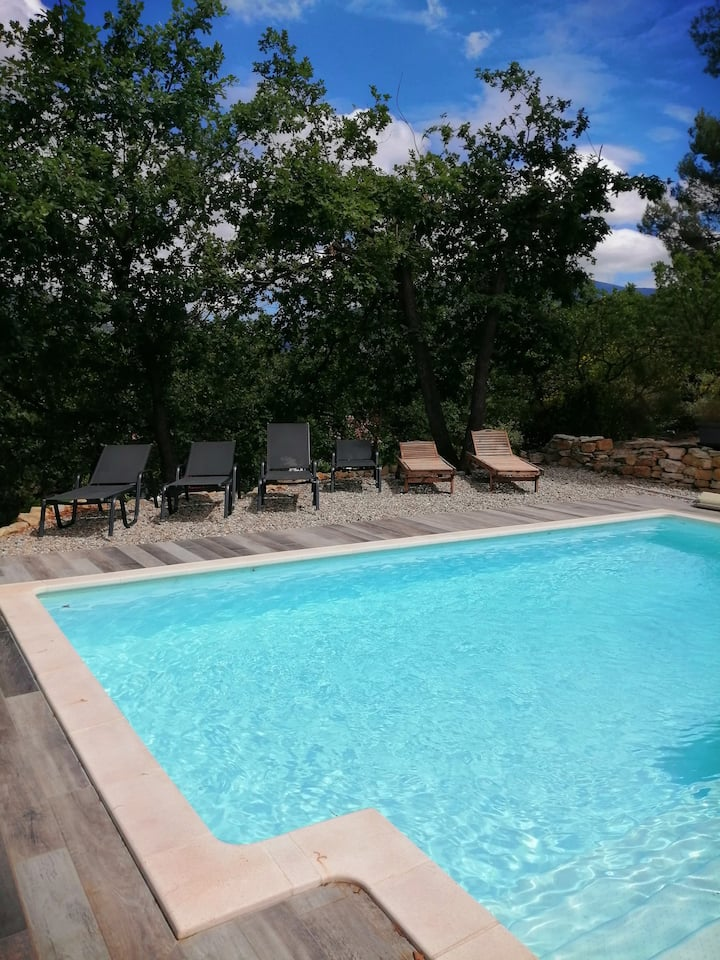 Spacious villa with pool and view on the Ventoux.