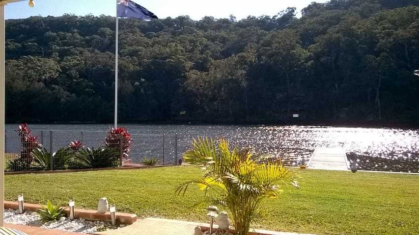 Relaxing Riverside  Home with Jetty - Woronora