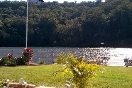 Relaxing Riverside  Home with Jetty - Woronora - House