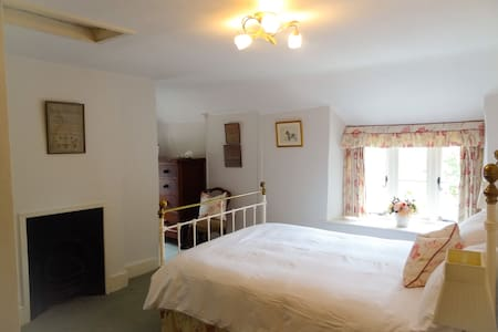 The Charlton Room @Huxham Farmhouse - Shepton Mallet