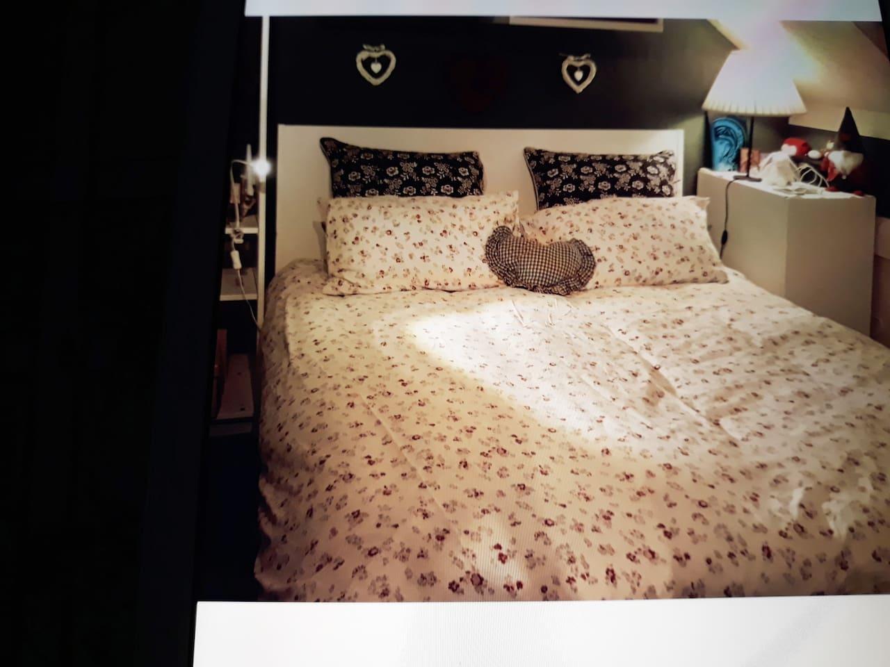 Camera con letto matrimoniale  piano superiore