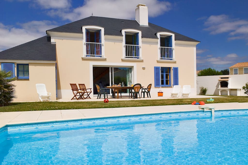 Villa spacieuse avec piscine priv e villas for rent in for Piscine st jean de monts