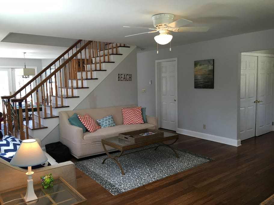 Living Room - Bright and beautiful beach decor