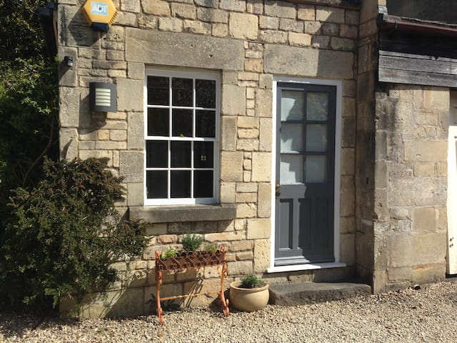 Cute Cottage Hideaway 15min walk to City - Bath - Hus