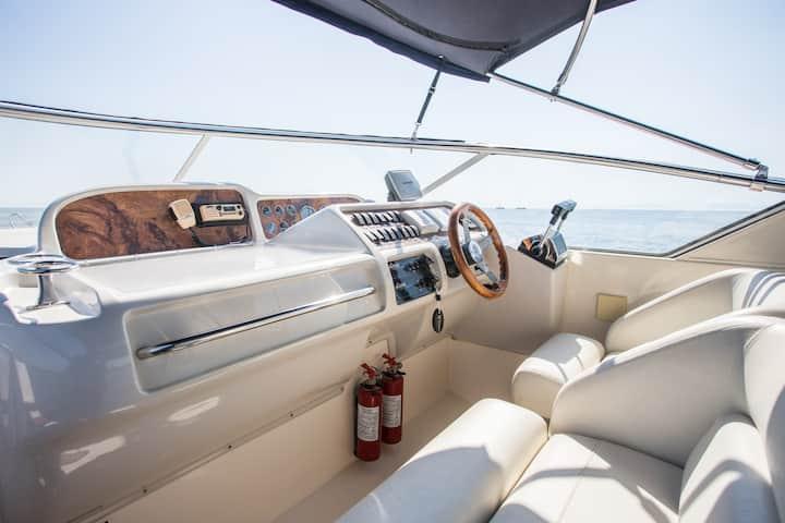 Luxury Boat Glyfada
