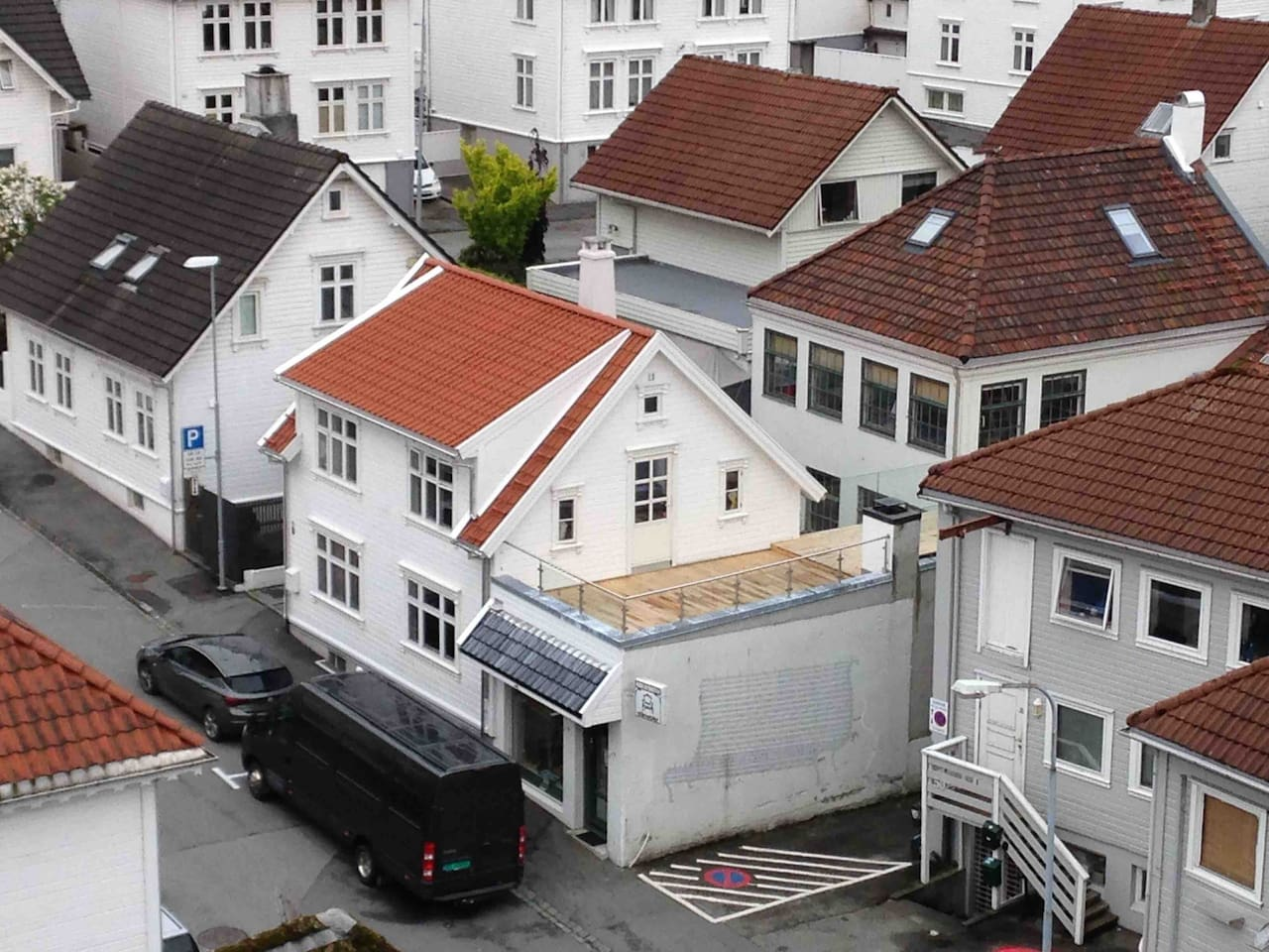 Our area of townhouses. Its called Vestre Platå and is just west of city centre, with a 2-3 minutes walk to harbour and city fasilities.  Its a quite area and very close to grocery store, supermarked and several cafe's, pubs and restaurants.