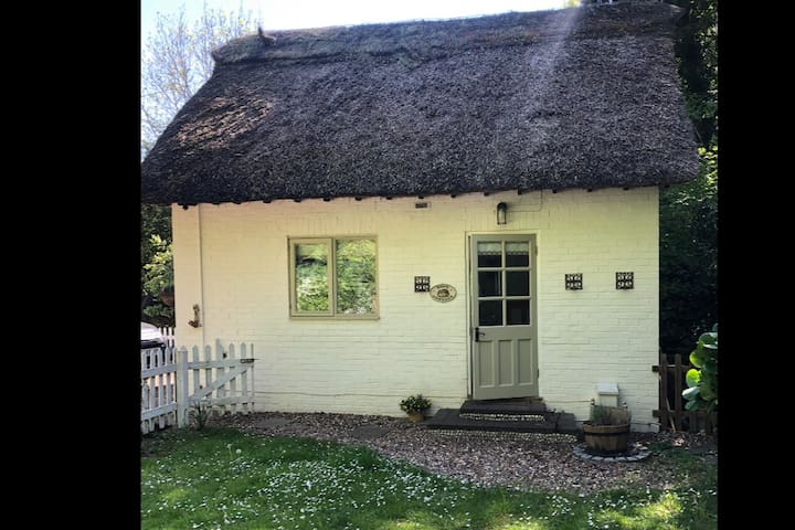 Cute Cottage in pretty Cookham Dean, Berkshire.