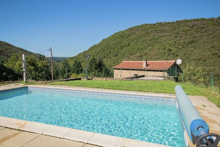 Graceful Holiday Home in Montclar with Jacuzzi