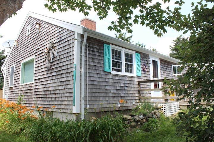Nauset Heights Cottage- 5 minute walk to beach!