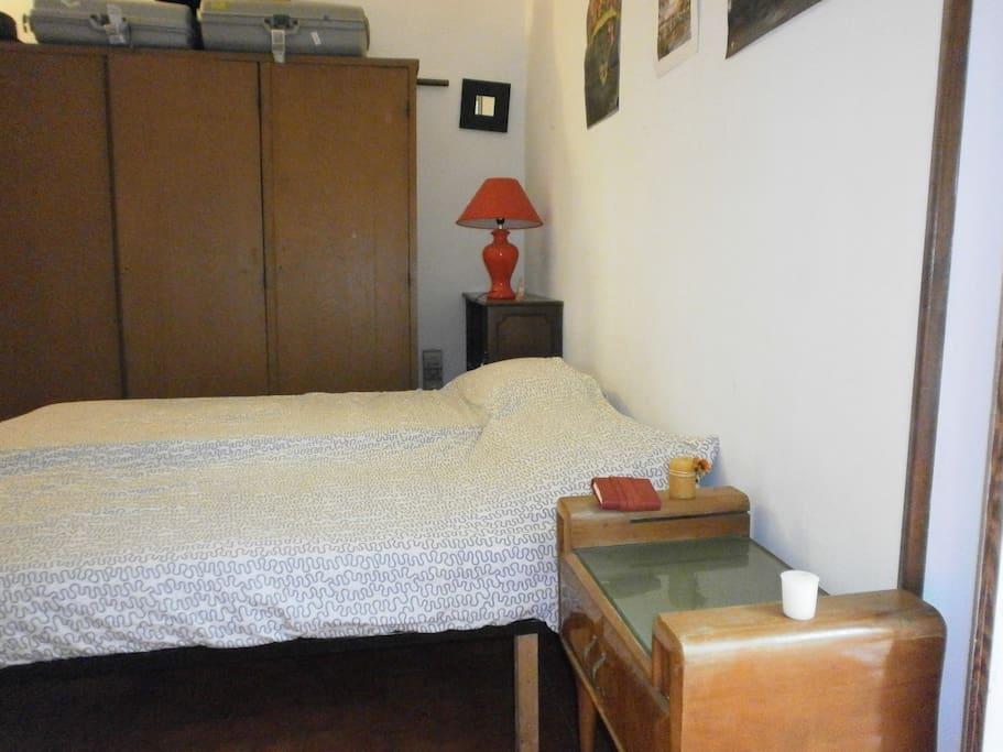Letto e armadio stanza 1S