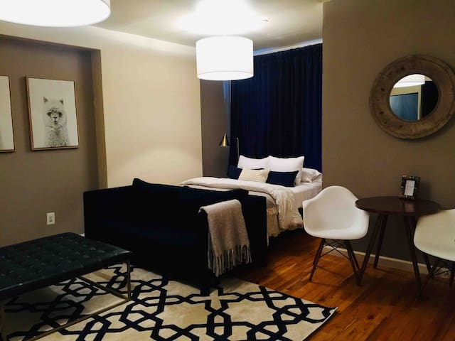 **BROOKLYN BLUE**MODERN LUXE STUDIO SUITE