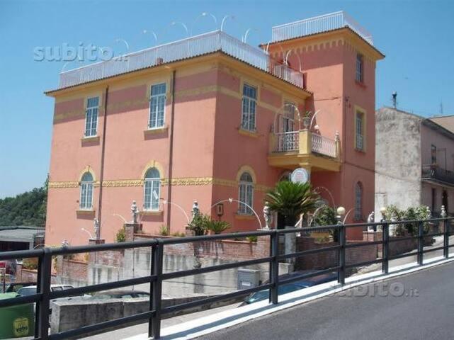 VILLA LUXURY CON PATEO - Serre - Villa