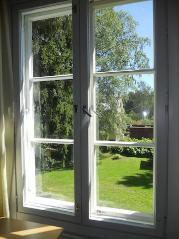 Cosy wooden studio 15 min from city centre :) - Helsinki - Wohnung