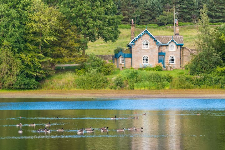 Swiss Cottage with lakeside location on the Chatsworth Estate