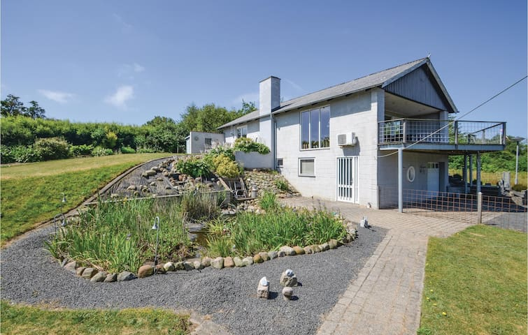 Holiday cottage with 3 bedrooms on 135m² in Struer