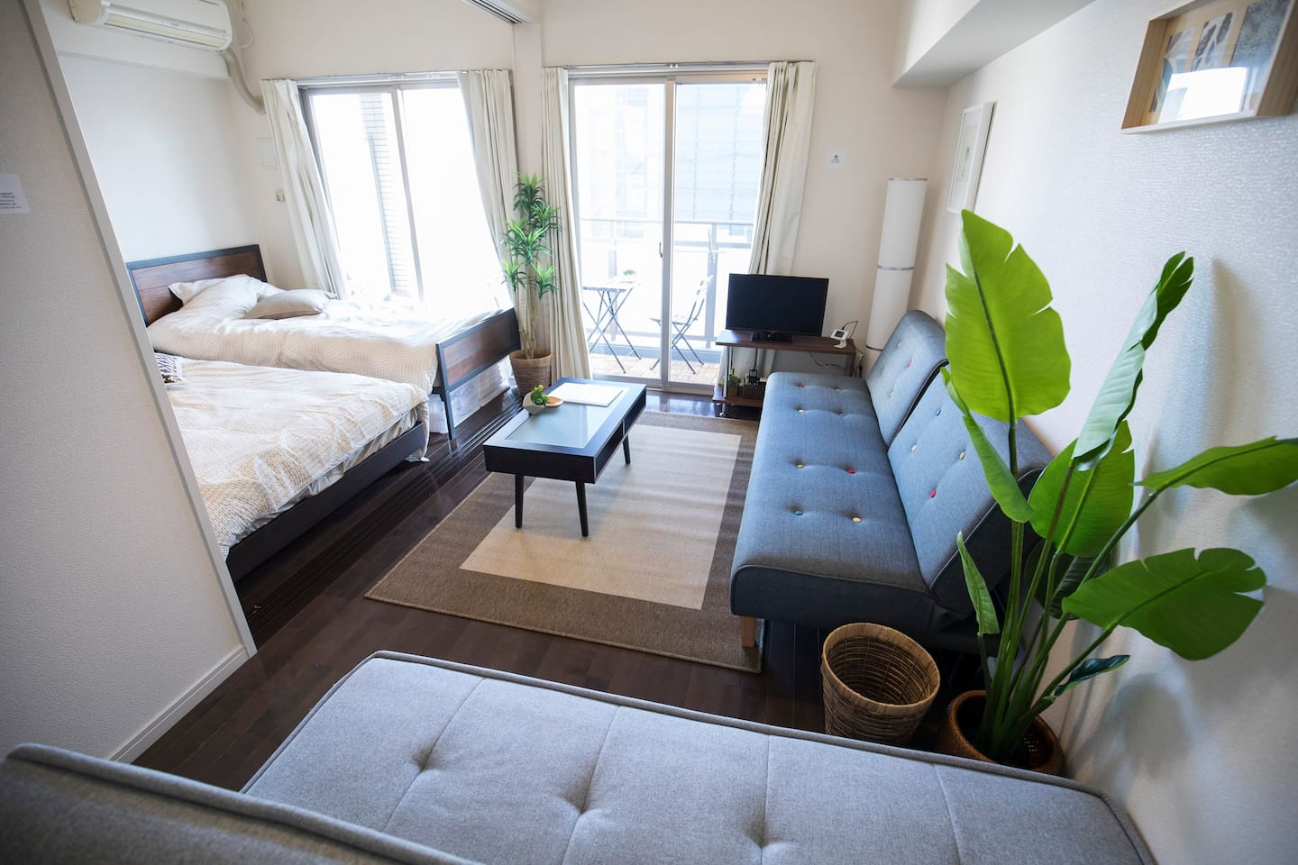 Sunny Living Quarters walking distance to Canal City, Nakasu, Tenjin, and Hakata Area.