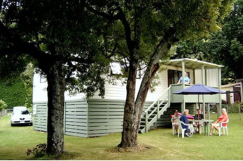 Whanarua Bay Cottages - Tree House