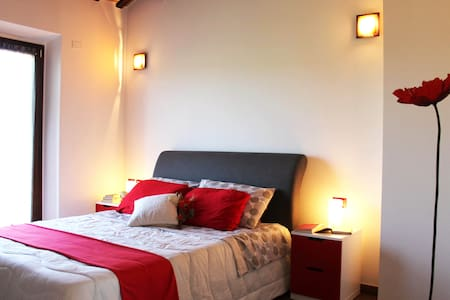 Suite Rouge - B&b Ulivi di Mascio - OSTRA VETERE - Bed & Breakfast