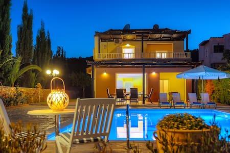 Luxury 3 bedroom villa with pool - Sisi - 別荘