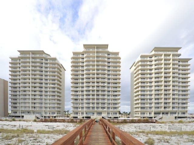 Spacious Condo w/ Gulf-Front Balcony, On-Site Hot Tub & Pool, On The Beach