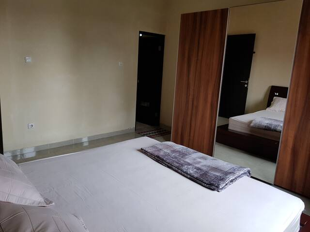 Kamar Utama dan Bathroom