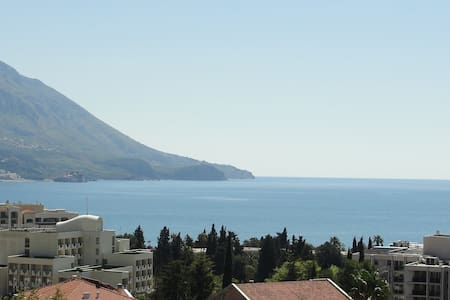 Sea view 70sq.m apartment in Becici