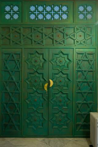 magnificent 19th century Heritage door leading t ok walk in closet.