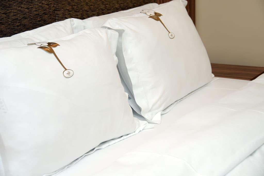 83 tel kumaş mevresim çarşaflarıyla harika bir uyku geçirmenizi sağlar.