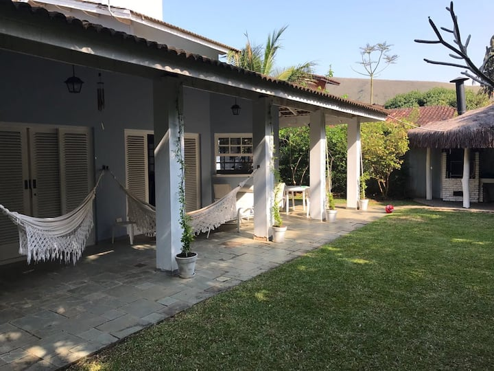 Casa na Praia Santiago, 100m da areia. Ano Novo