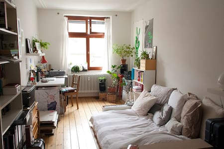 Sunny room // close to Messe - Basel