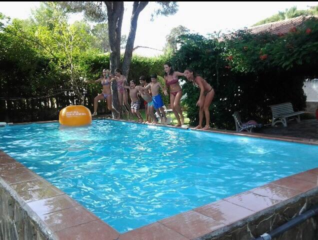 Chalet con piscina privada y jardín - Chiclana de la Frontera - House