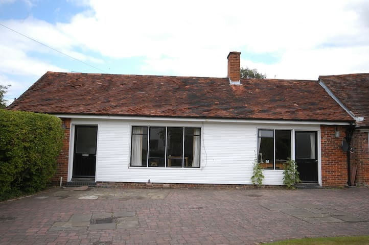 one bedroom cottage - Guildford