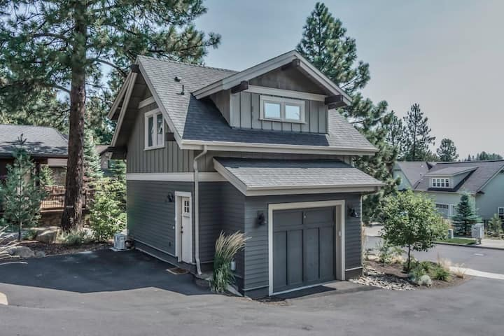 outdoor view of a guest home in bend oregon that has been recently remodeled