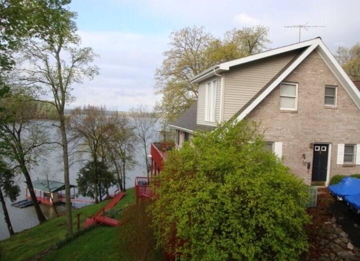 Lake Barkley Waterfront  Paradise w/ Private Dock